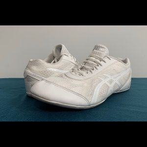 ASICS Ultimate Cheer Model Q653N Cheer Shoes.